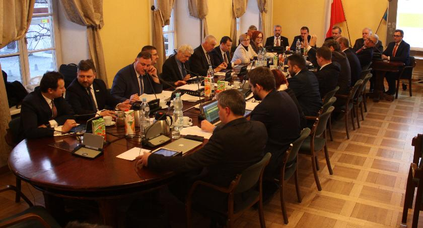 Urząd Miejski, Transmisja żywo nadzwyczajnej sesji Miejskiej Łowiczu (VIDEO) - zdjęcie, fotografia