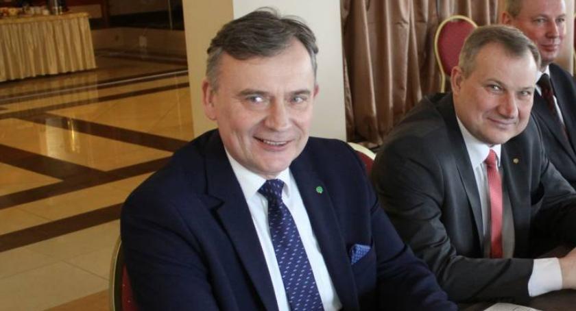 Gospodarka, Paweł Bejda liście koalicyjnych kandydatów Europarlamentu - zdjęcie, fotografia