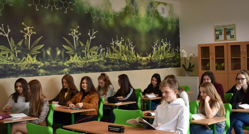 Edukacja, Klasa medyczna nowej pracowni biologicznej - zdjęcie, fotografia