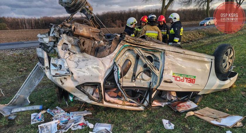 Wypadki i kolizje, Wypadek Trzciance Kierowca skody pozostał szpitalu - zdjęcie, fotografia