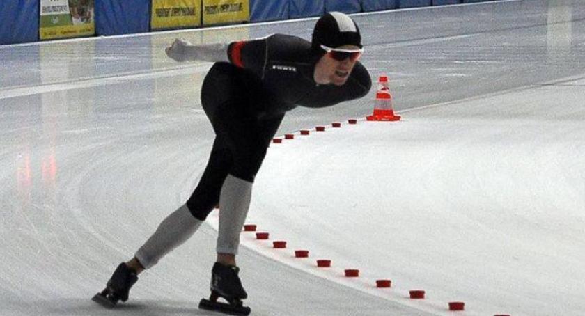 Łyżwiarstwo szybkie, Panczenista Artur Janicki podium mistrzostw Polski wieloboju - zdjęcie, fotografia