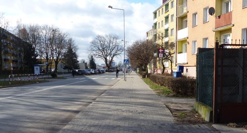 Urząd Miejski, Zakaz zatrzymywania zniknie Sikorskiego Łowiczu - zdjęcie, fotografia
