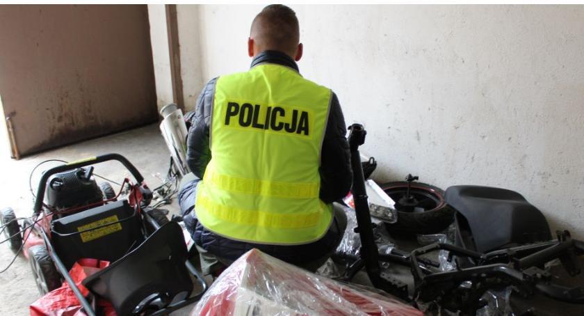Kronika policyjna, włamywacze rękach łowickiej policji Ukradli skuter kosiarki - zdjęcie, fotografia