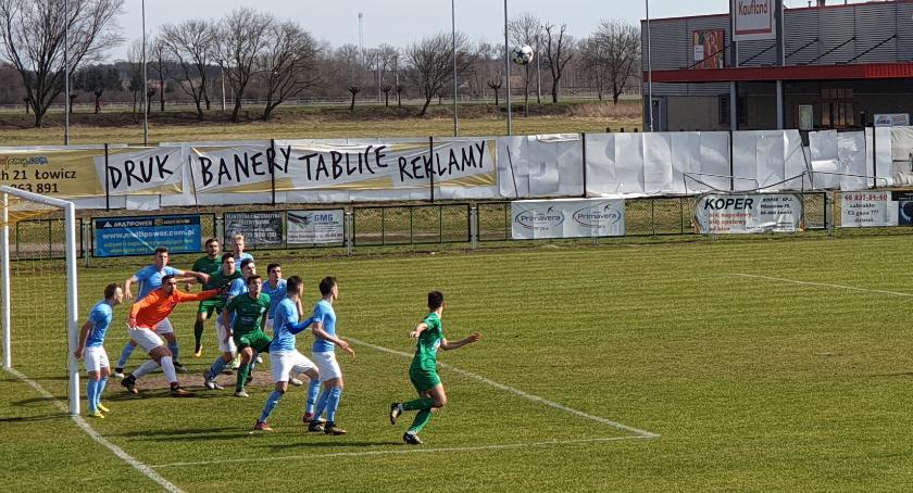 Piłka nożna, Falstart Pelikana przed własną publicznością - zdjęcie, fotografia