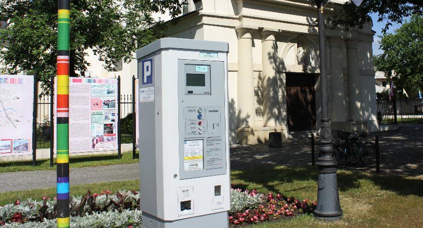 Urząd Miejski, Wybrano firmę która zajmie obsługą strefy płatnego parkowania Łowiczu - zdjęcie, fotografia