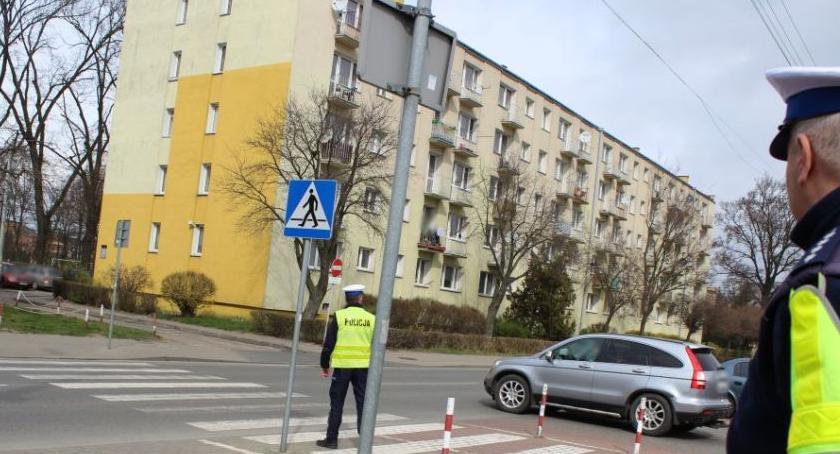 """Komunikaty policji , Łowicz policyjna akcja """"Na Drodze Patrz Słuchaj"""" - zdjęcie, fotografia"""