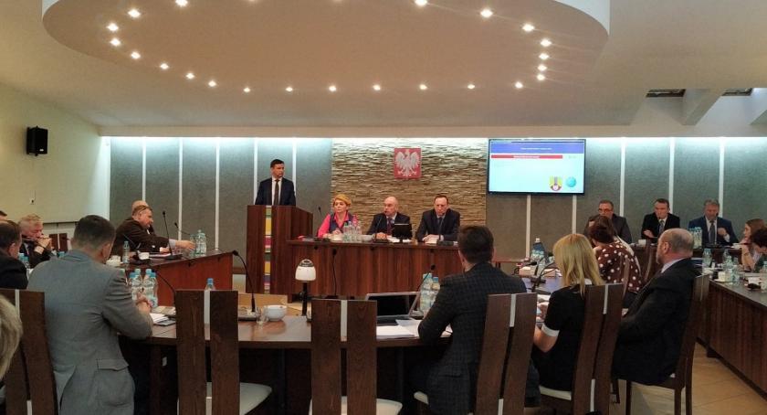 Starostwo Powiatowe, Sesja Powiatu Łowickiego Problemy wyborem komisji konkursowej - zdjęcie, fotografia