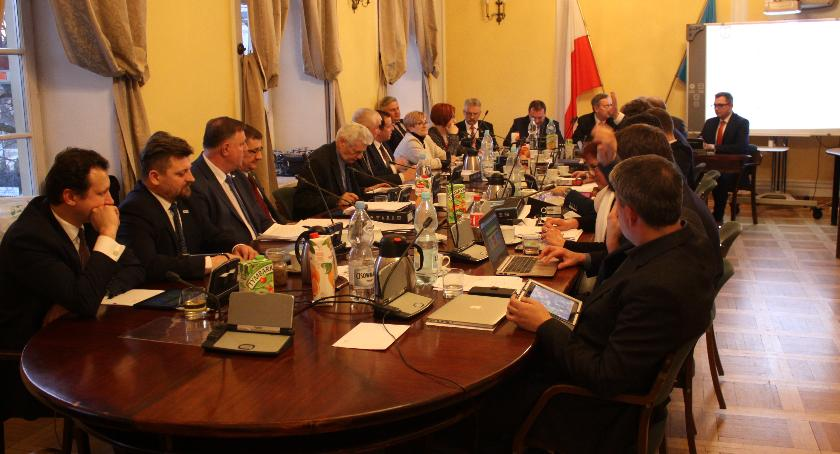 Urząd Miejski, Transmisja żywo sesji Miejskiej Łowiczu (VIDEO) - zdjęcie, fotografia
