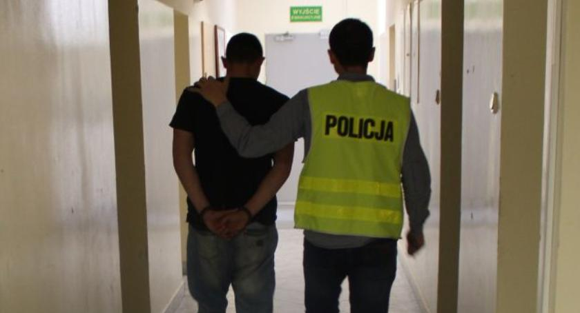 Kronika policyjna, Krewki latek podejrzany pobicie kompana kieliszka - zdjęcie, fotografia