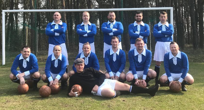 Piłka nożna, Startują rozgrywki Retro Pułk Piechoty Łowicz zagra Lechią Lwów - zdjęcie, fotografia