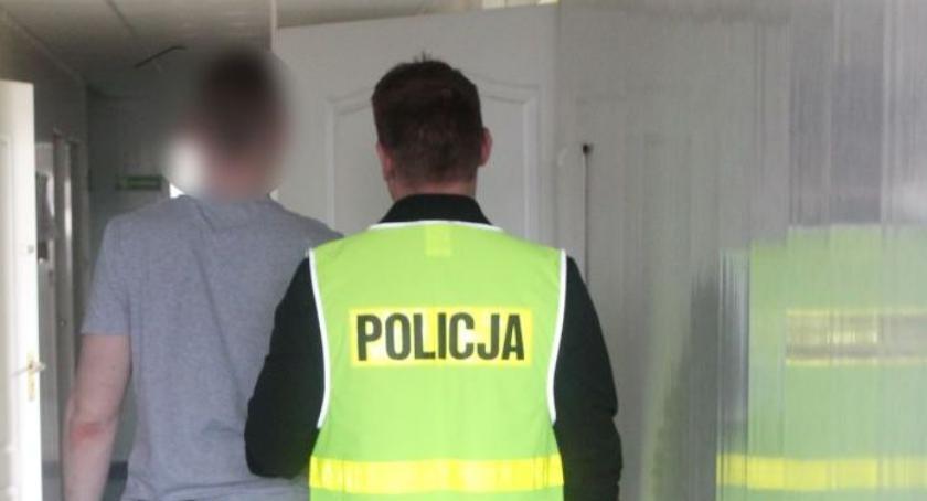 Kronika policyjna, Podpalił mieszkanie centrum Łowicza Grozi więzienia - zdjęcie, fotografia
