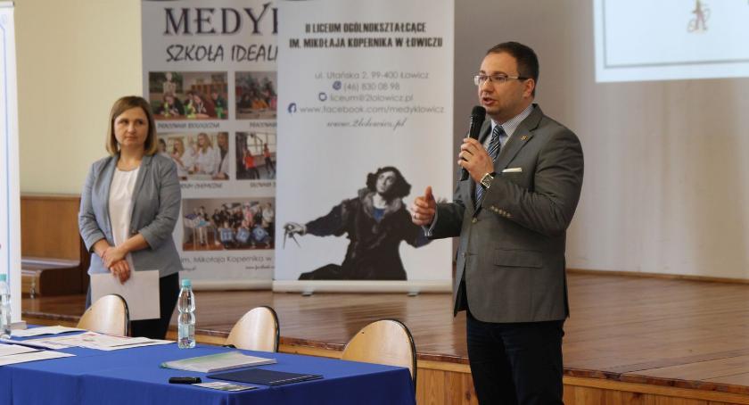 Wasze sprawy, Spotkanie informacyjne wojewódzkiego budżetu obywatelskiego Łowiczu (ZDJĘCIA) - zdjęcie, fotografia