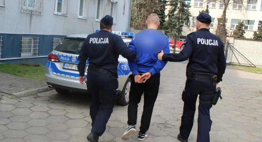 Kronika policyjna, Kradzież włamaniem rejonie autostrady Łowickiem Pięć młodych osób zarzutami - zdjęcie, fotografia