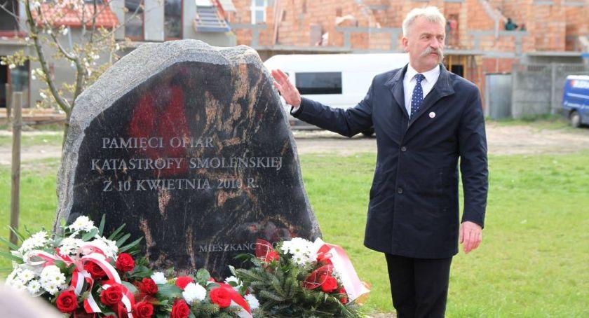 Uroczystości patriotyczne, Obchody rocznicy katastrofy smoleńskiej Łowiczu - zdjęcie, fotografia