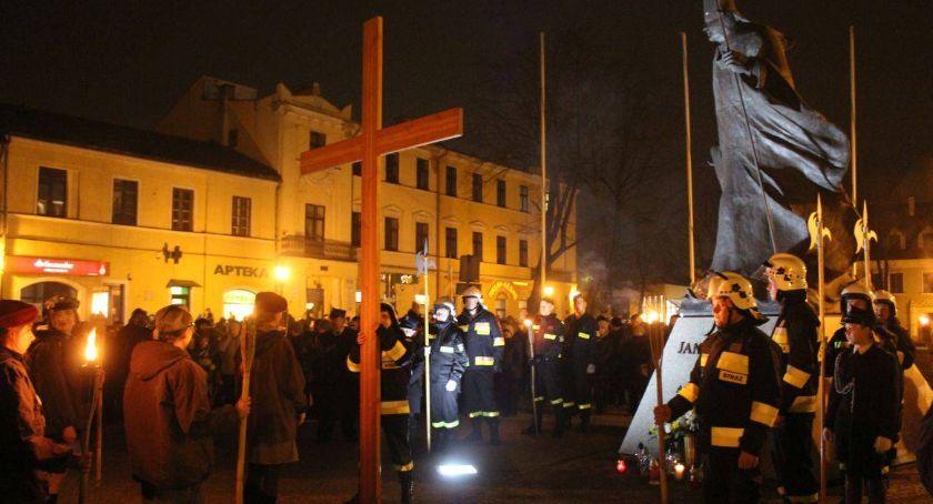 Kościół, Droga krzyżowa przejdzie ulicami Łowicza - zdjęcie, fotografia