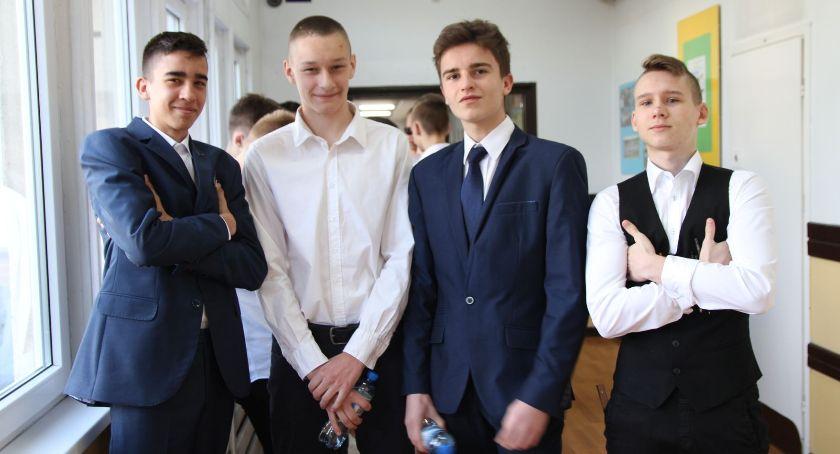 Edukacja, Drugi dzień egzaminów gimnazjalnych Łowiczu (ZDJĘCIA) - zdjęcie, fotografia