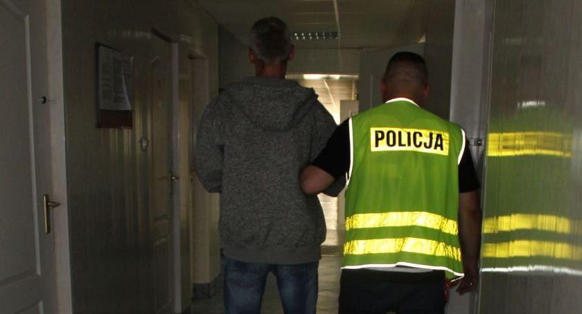 Kronika policyjna, Kradzież włamaniem łowickich Górkach Zarzuty mężczyzn jeden trafił kratki - zdjęcie, fotografia
