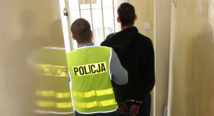 Kronika policyjna, Zarzuty latka Łowicza posiadanie narkotyków - zdjęcie, fotografia