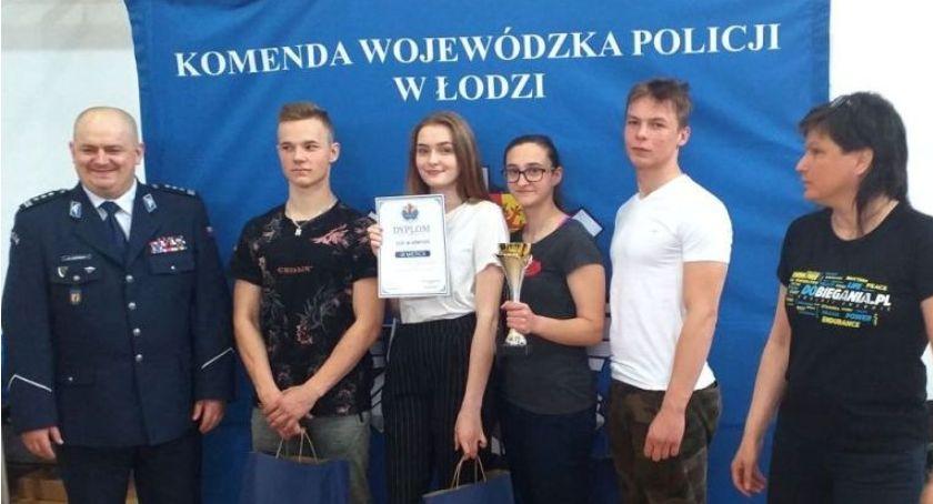 Komunikaty policji , Uczniowie Łowiczu finalistami turnieju Puchar Komendanta Wojewódzkiego Policji - zdjęcie, fotografia