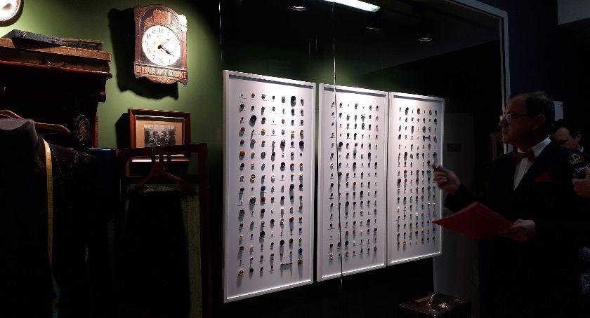 Wystawy, Wielkie otwarcie najmniejszego Muzeum Guzików - zdjęcie, fotografia