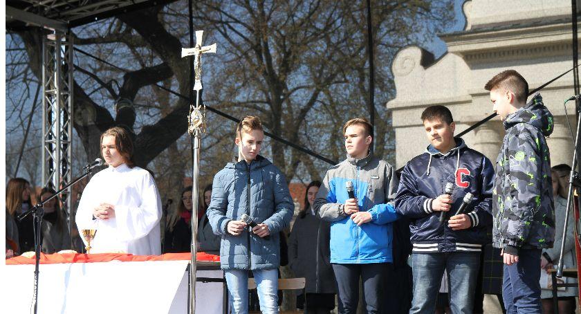 Kościół, Trwają uroczystości Niedzieli Palmowej Łowiczu - zdjęcie, fotografia