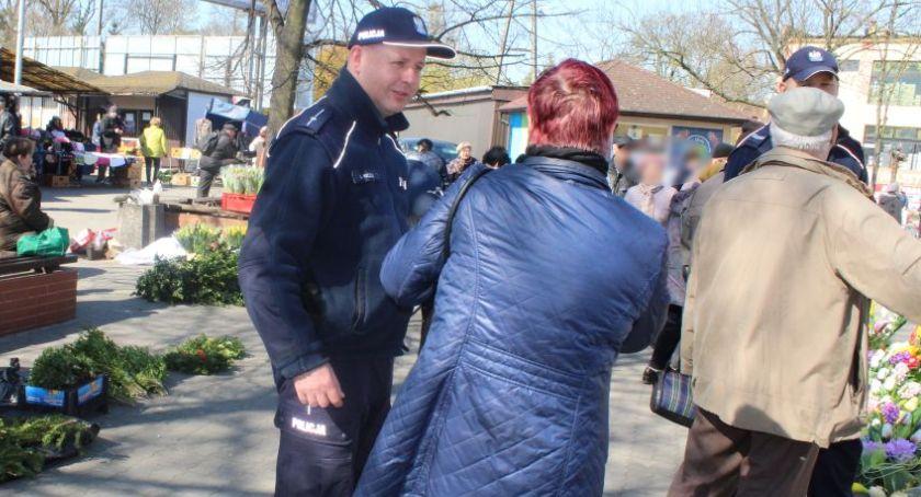 """Komunikaty policji , Policyjna akcja """"Stop kieszonkowcom"""" Łowiczu - zdjęcie, fotografia"""