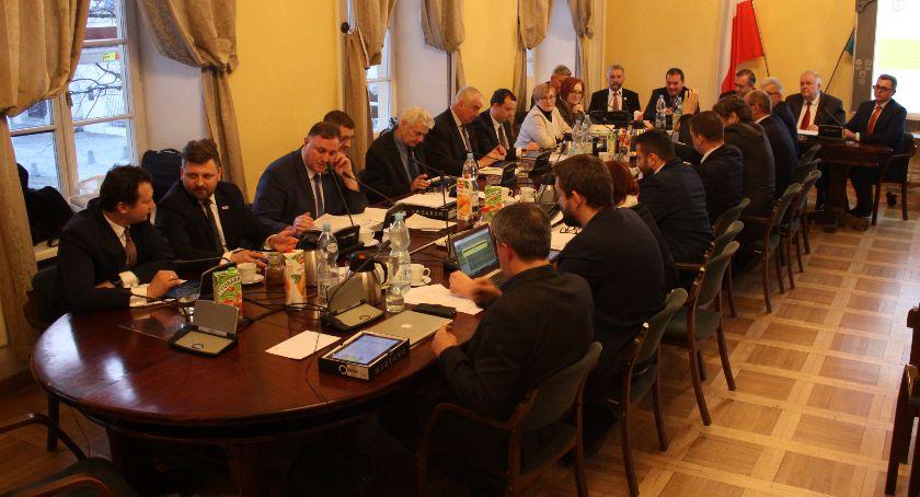 Urząd Miejski, Transmisja sesji Miejskiej Łowiczu (VIDEO) - zdjęcie, fotografia