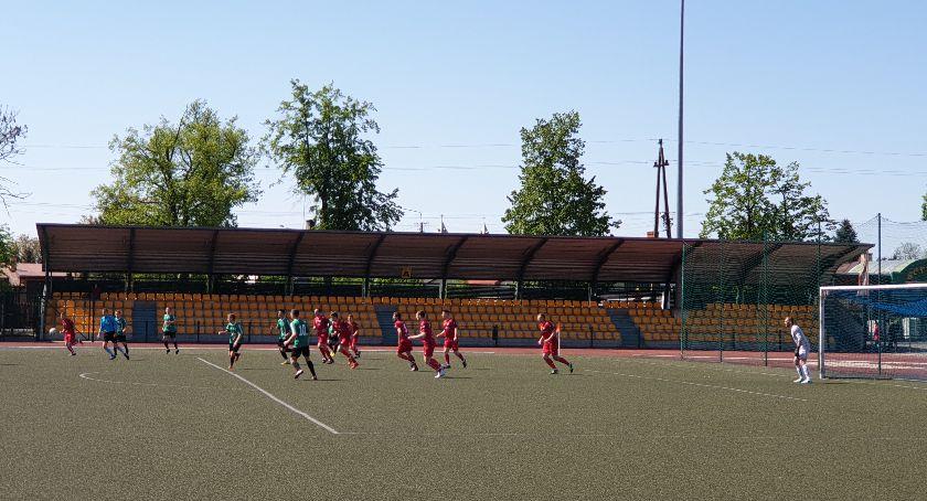 Piłka nożna, Minimalna porażka rezerw Pelikana - zdjęcie, fotografia