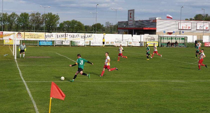 Piłka nożna, meczu rezerw Pelikana Łowiczanie przerwali niechlubną serię - zdjęcie, fotografia