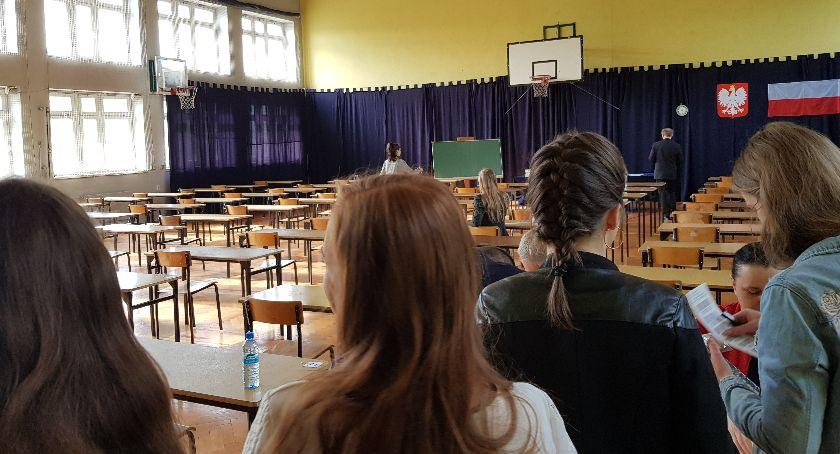 Edukacja, Dziś pierwszy dzień matur Uczniowie sprawdzą swoją wiedzę języka polskiego - zdjęcie, fotografia