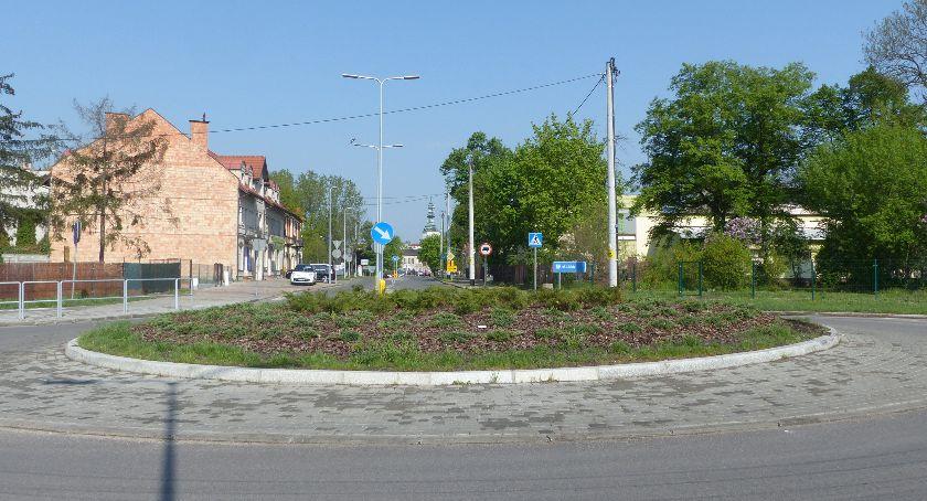 Urząd Miejski, Rondo Pelikana Łowiczu pomysł padły propozycje - zdjęcie, fotografia