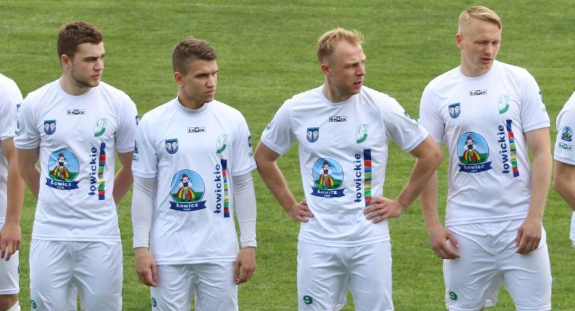Piłka nożna, Pelikan Łowicz półfinale wojewódzkiego Pucharu Polski - zdjęcie, fotografia