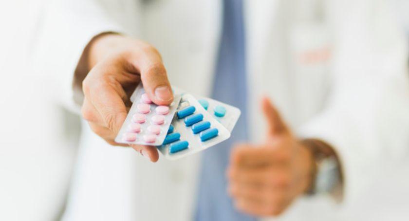 Porady zdrowotne, opakowania leków które pomagają zmniejszyć ryzyko pomyłki - zdjęcie, fotografia