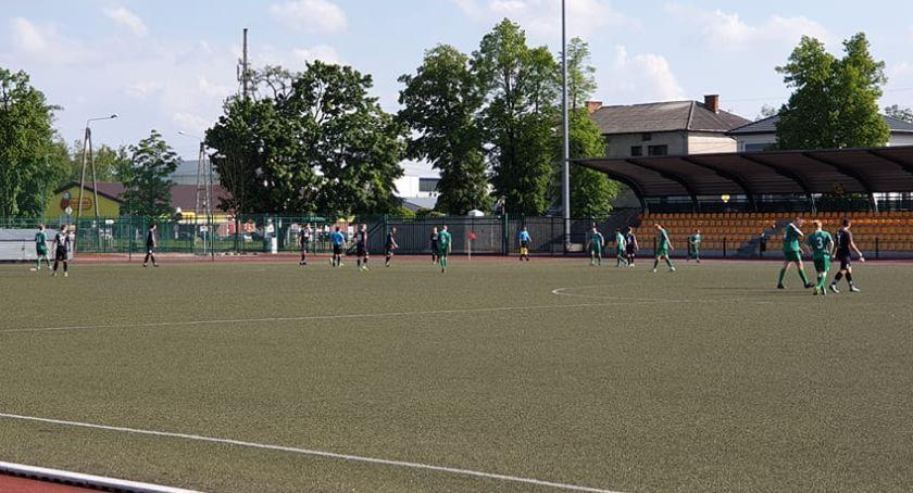 Piłka nożna, Kolejne porażki rezerw Pelikana - zdjęcie, fotografia