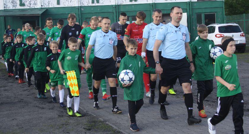 Piłka nożna, Pelikan odpadł Wojewódzkiego Pucharu Polski DUŻO ZDJĘĆ) - zdjęcie, fotografia