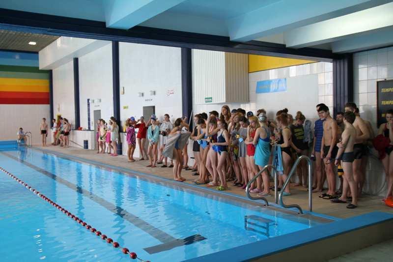 Pływanie, Gimnazjaliści rywalizowali pływalni - zdjęcie, fotografia