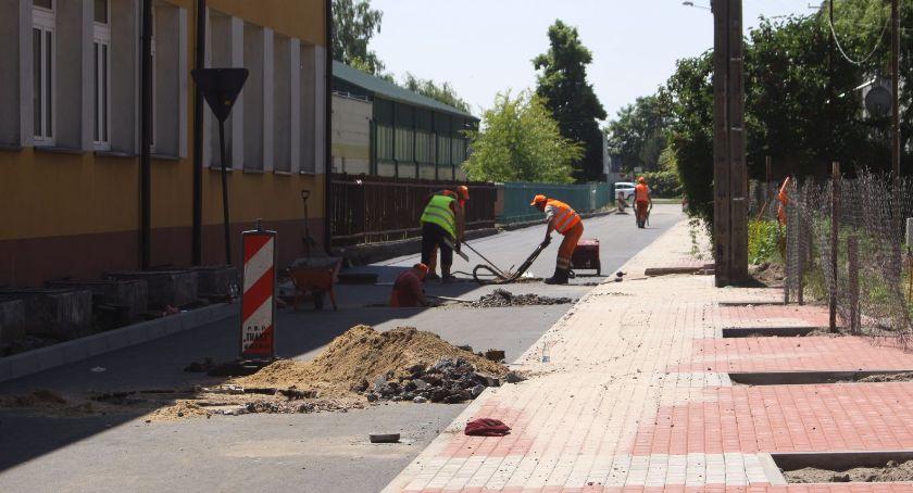 Inwestycje, Szkolna Łowiczu prawie gotowa - zdjęcie, fotografia