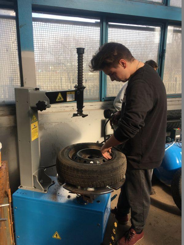 Edukacja, Sprężarki wyważarki montażownice wyposażeniu - zdjęcie, fotografia