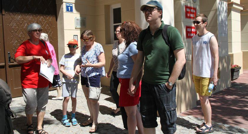 Stowarzyszenia, Ruszyły niedzielne spacery przewodnikiem Łowiczu - zdjęcie, fotografia