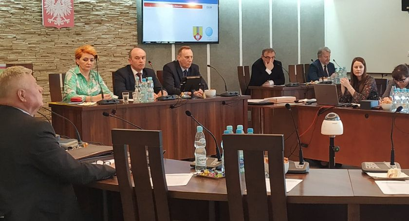 Starostwo Powiatowe, Powiat przeznaczy pokrycie strat Łowiczu - zdjęcie, fotografia
