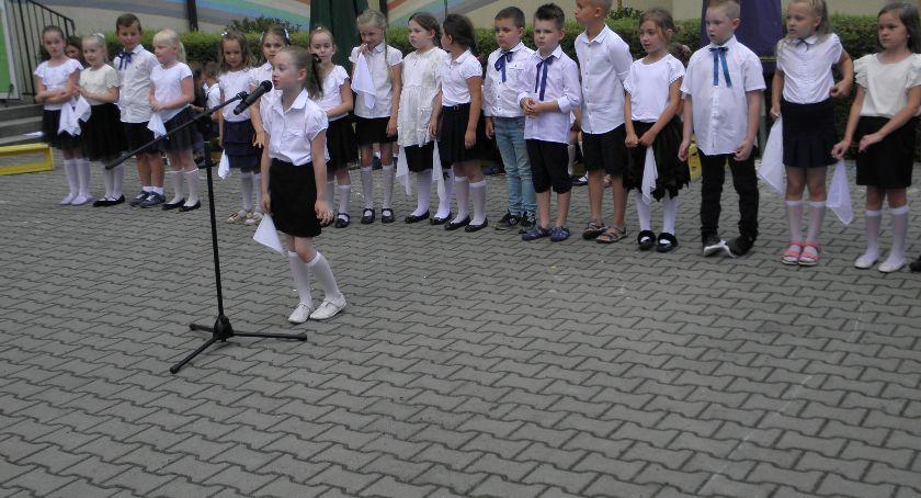 Edukacja, Pożegnanie sześciolatków Przedszkolu Łowiczu - zdjęcie, fotografia