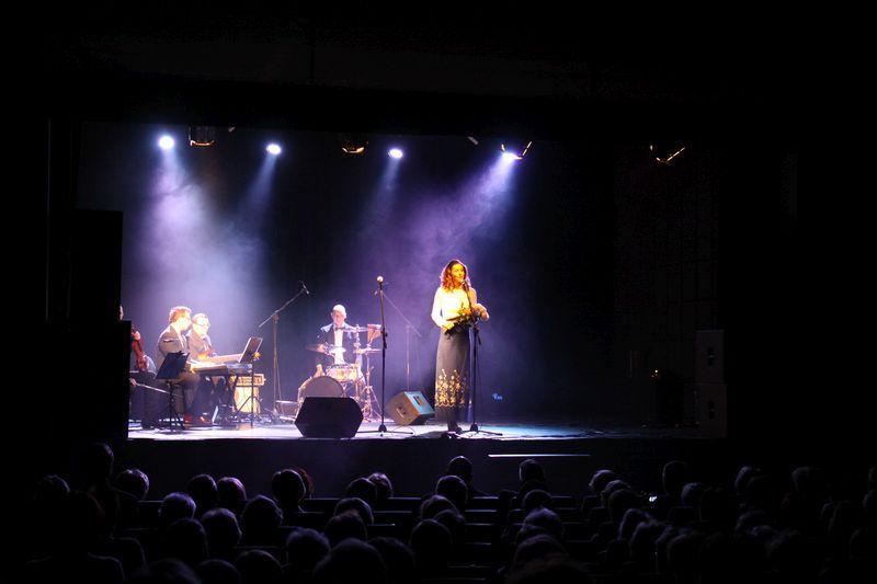 Koncerty, Dzień Kobiet Hanką Ordonówną - zdjęcie, fotografia