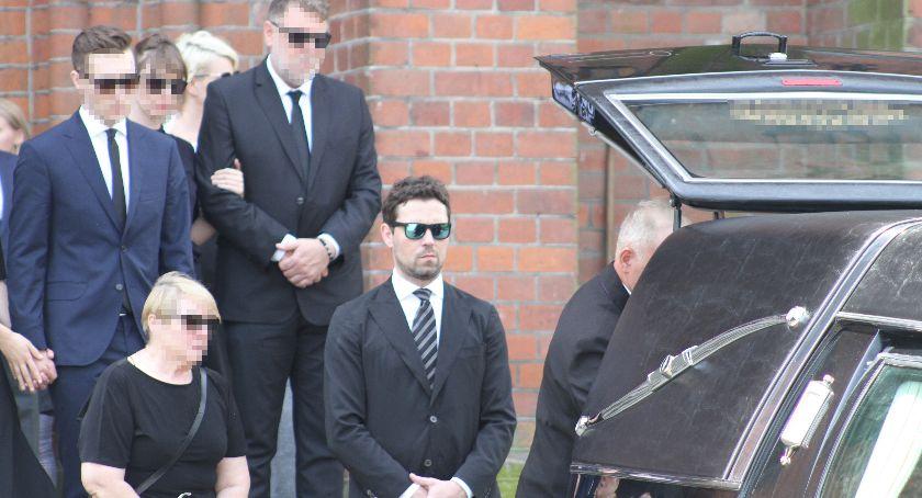 Wasze sprawy, Mąż znanej aktorki pożegnał zmarłego podłowickich Zdunach (FOTO) - zdjęcie, fotografia