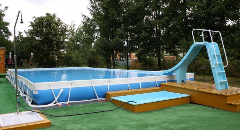 Urząd Miejski, Godziny otwarcia basenów zewnętrznych pływalni Łowiczu - zdjęcie, fotografia