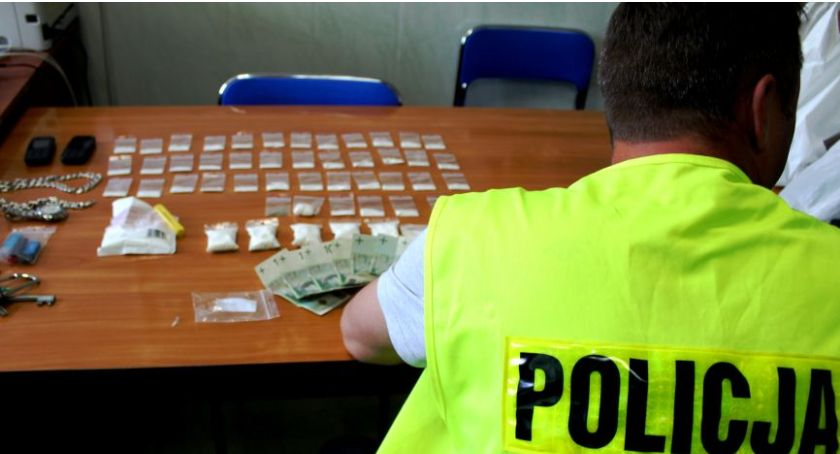 Kronika policyjna, Blisko ćwierć kilograma narkotyków mieszkaniu latka Łowicza Mężczyzna trafił aresztu - zdjęcie, fotografia