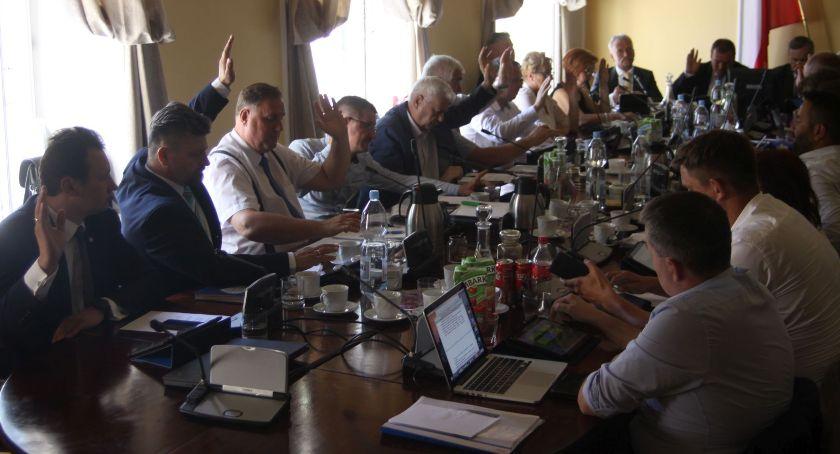 Urząd Miejski, Burmistrz Łowicza wotum zaufania absolutorium wykonanie budżetu - zdjęcie, fotografia