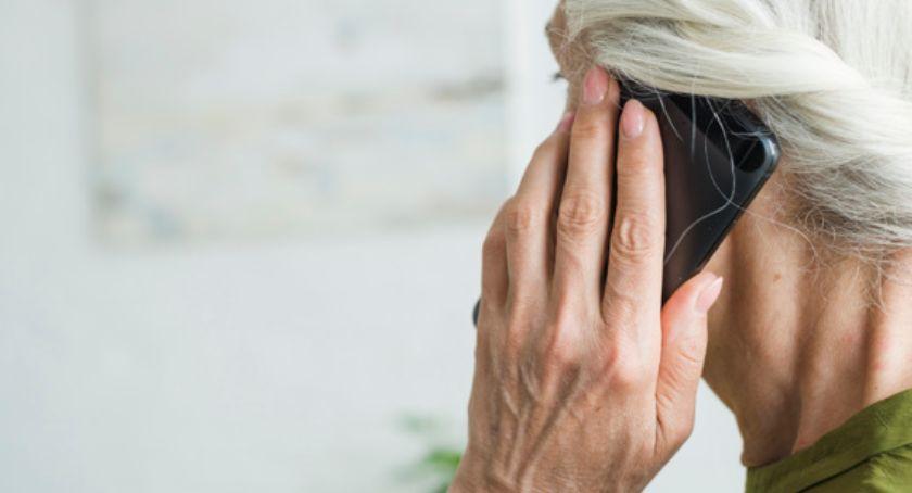 Informacje ZUS i US, ostrzega uwaga fałszywe telefony prośbą wniesienie opłaty - zdjęcie, fotografia