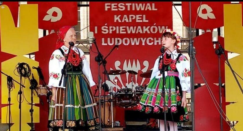 Konkursy, śpiewacy nagrodzeni Kazimierzu Dolnym - zdjęcie, fotografia