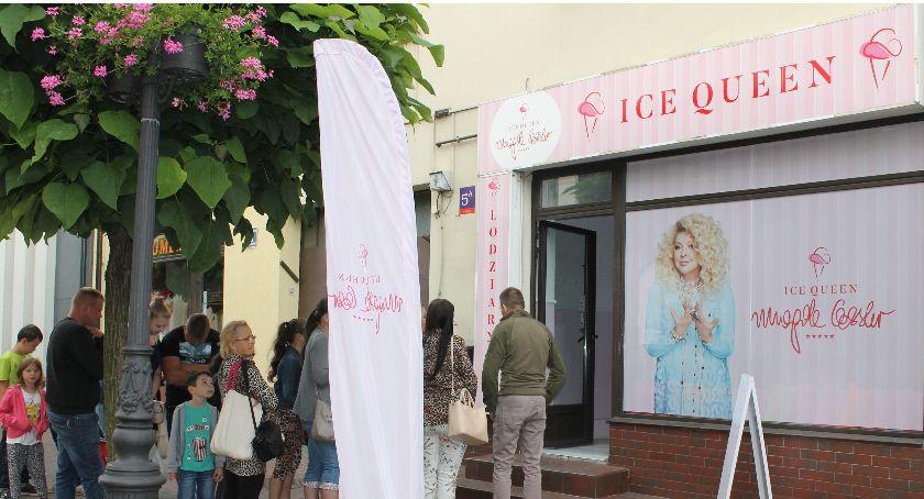 Gospodarka, Oficjalne otwarcie lodziarni Queen Magdy Gessler Łowiczu - zdjęcie, fotografia
