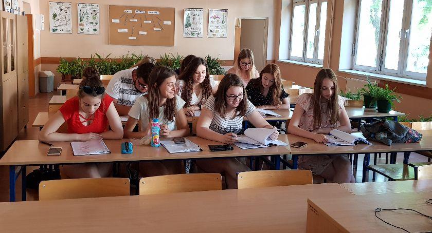 Edukacja, planować karierę Wakacyjne warsztaty uczniów Łowiczu - zdjęcie, fotografia